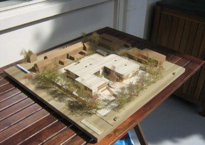 Schoolgebouw Purmerend in houtlook, schaal 1:200
